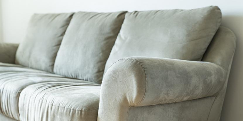 Wondering how to clean a microfiber couch at your home or office? Read on to learn the best way to clean a microfiber couch or other microfiber furniture.